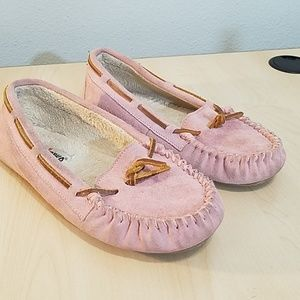 Minnetonka pink leather moccasin slippers  size 8